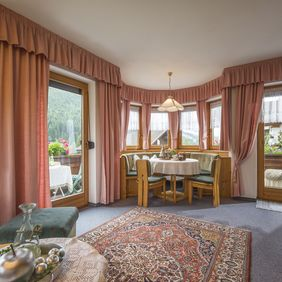 Wohnbereich im Appartement Bergpanorama